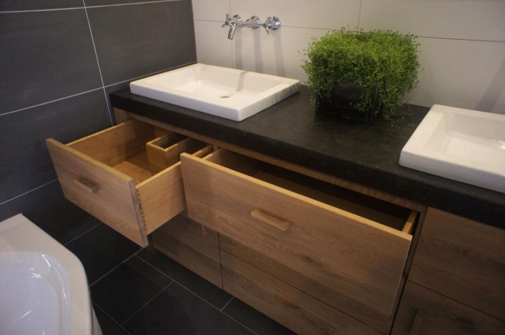 Jasper zwart badkamermeubel eikenhout hardsteen for Badkamer zelf maken