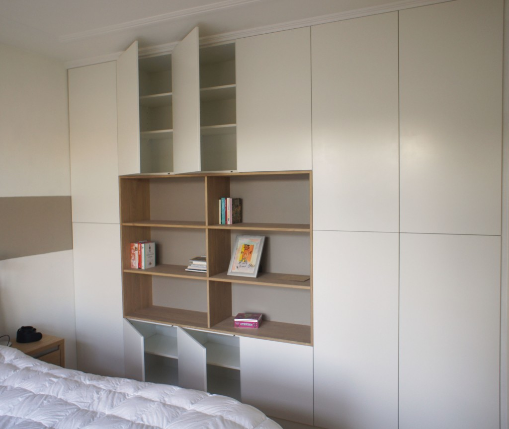 Inbouwkast slaapkamer, met een massief eiken kader. De deuren hebben ...