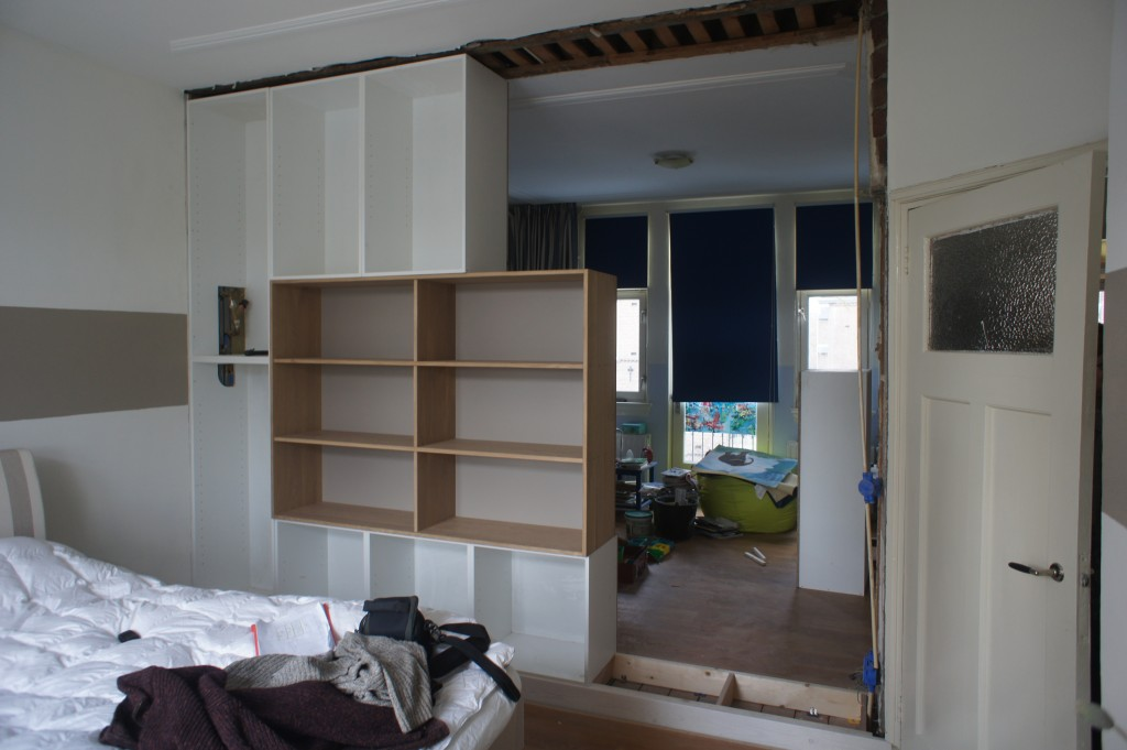 Jasper zwart inbouwkast slaapkamer - Scheiding meubels ...